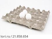 Три яйца в картонной ячейке на белом фоне. Стоковое фото, фотограф Максим Алакин / Фотобанк Лори