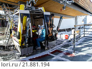 Купить «Кабинка подъемника на Эльбрусе», фото № 21881194, снято 2 января 2016 г. (c) Екатерина Брудная-Челядинова / Фотобанк Лори