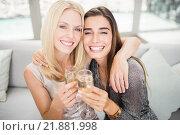 Portrait of beautiful women having champagne flute. Стоковое фото, агентство Wavebreak Media / Фотобанк Лори