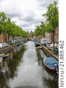 Купить «Узкий канал в центре города Харлем, Нидерланды», фото № 21889462, снято 20 июня 2015 г. (c) Николай Кокарев / Фотобанк Лори