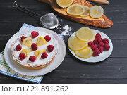 Лимонный торт с малиной. Стоковое фото, фотограф Sergey Fatin / Фотобанк Лори