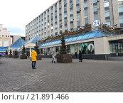 Купить «Торговый центр «Пирамида». Тверская улица, 18а. Москва, 2016 год», эксклюзивное фото № 21891466, снято 11 февраля 2016 г. (c) lana1501 / Фотобанк Лори