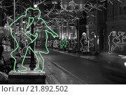Светящиеся фигуры танцующих людей на ночной улице (2016 год). Редакционное фото, фотограф Иван Прокопович / Фотобанк Лори
