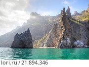 Купить «Вид на потухший вулкан Кара-Даг со стороны моря», фото № 21894346, снято 6 мая 2010 г. (c) Parmenov Pavel / Фотобанк Лори