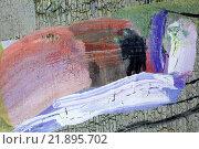 Купить «Мазки краски на старом фоне», фото № 21895702, снято 12 ноября 2014 г. (c) Elizaveta Kharicheva / Фотобанк Лори