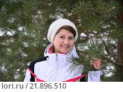 Купить «woman in sports jacket and hat at winter pine forest», фото № 21896510, снято 22 февраля 2016 г. (c) Володина Ольга / Фотобанк Лори