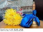 Купить «Old school bell with yellow flowers», фото № 21925258, снято 25 июня 2019 г. (c) easy Fotostock / Фотобанк Лори