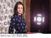 Девушка в тёмном платье позирует в студии. Стоковое фото, фотограф Дмитрий Витушкин / Фотобанк Лори