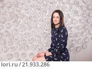 Портрет девушки в синем платье. Стоковое фото, фотограф Дмитрий Витушкин / Фотобанк Лори