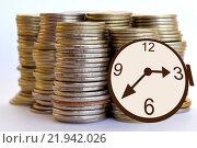 Купить «Время - деньги. Часы и монеты.», фото № 21942026, снято 13 февраля 2016 г. (c) Сергеев Валерий / Фотобанк Лори