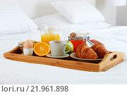 Купить «Breakfast in bed in hotel room.», фото № 21961898, снято 21 июля 2019 г. (c) PantherMedia / Фотобанк Лори