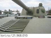 """Российское 120-мм дивизионно-полковое авиадесантное самоходное артиллерийское орудие 2С9 «Нона-С» в парке """"Патриот"""", вид на башню спереди (2015 год). Редакционное фото, фотограф Малышев Андрей / Фотобанк Лори"""