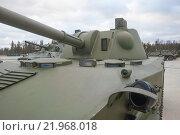 """Российское 120-мм дивизионно-полковое авиадесантное самоходное артиллерийское орудие 2С9 «Нона-С» в парке """"Патриот"""", вид на башню (2015 год). Редакционное фото, фотограф Малышев Андрей / Фотобанк Лори"""