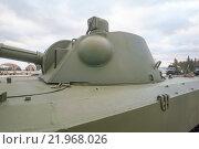 """Российское 120-мм дивизионно-полковое авиадесантное самоходное артиллерийское орудие 2С9 «Нона-С» в парке """"Патриот"""", вид на башню сбоку (2015 год). Редакционное фото, фотограф Малышев Андрей / Фотобанк Лори"""