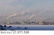 Купить «Вид на дымящие трубы заводов», видеоролик № 21971598, снято 23 июля 2019 г. (c) Павел Котельников / Фотобанк Лори