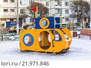 Желтая подводная лодка. Домик для детской площадки «Подводник» (2016 год). Редакционное фото, фотограф Владимир Сергеев / Фотобанк Лори