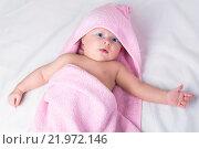 Милый маленький ребенок в полотенце. Стоковое фото, фотограф Анфимов Леонид / Фотобанк Лори