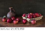 Красные яблоки. Стоковое фото, фотограф Ольга Данилова / Фотобанк Лори