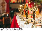 Купить «Статуэтка Оскар на столе», фото № 21975346, снято 30 августа 2015 г. (c) Александр Михалёв / Фотобанк Лори