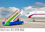 Трап для самолета в аэропорту. Стоковое фото, фотограф Mark Agnor / Фотобанк Лори