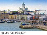 Главный порт Хельсинки и Успенская Церковь, вид с воды, Финляндия (2013 год). Редакционное фото, фотограф Ready-made / Фотобанк Лори