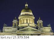 Исаакиевский собор с подсветкой зимой ночью в Санкт-Петербурге (2016 год). Стоковое фото, фотограф Максим Мицун / Фотобанк Лори