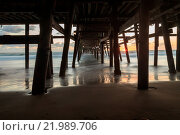 Купить «San Clemente pier at sunset», фото № 21989706, снято 16 июля 2019 г. (c) easy Fotostock / Фотобанк Лори