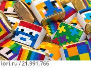 Фон из квадратный цветных шоколадок с рисунками. Стоковое фото, фотограф Роман Червов / Фотобанк Лори