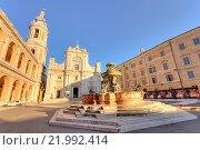 Купить «Italy, Marche, Loreto, Madonna square, Santa Casa sanctuary», фото № 21992414, снято 31 октября 2015 г. (c) age Fotostock / Фотобанк Лори