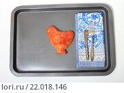 Купить «Румяный куриный пирог в виде курочки на противне», эксклюзивное фото № 22018146, снято 1 марта 2016 г. (c) Яна Королёва / Фотобанк Лори