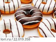 Пончики с шоколадной глазурью. Стоковое фото, фотограф Aleksandr Tishkov / Фотобанк Лори