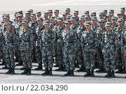 """Совместные учения стран Шанхайской организации сотрудничества """"Мирная миссия-2007"""". Китайские военнослужащие в строю. Редакционное фото, фотограф Matwey / Фотобанк Лори"""
