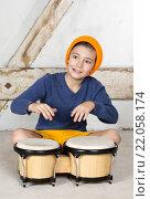 Купить «boy with a drum», фото № 22058174, снято 23 мая 2018 г. (c) PantherMedia / Фотобанк Лори