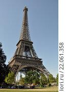 Купить «Эйфелева башня (la Tour Eiffel), вид с Марсова поля (Le Champ-de-Mars), Париж, Франция», фото № 22061358, снято 21 августа 2013 г. (c) Дарья Кравченко / Фотобанк Лори