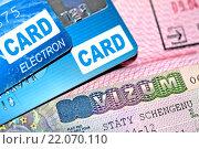 Купить «Виза в паспорте и кредитные карты», фото № 22070110, снято 17 ноября 2015 г. (c) Сергеев Валерий / Фотобанк Лори