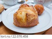 Купить «Аппетитная булочка, бриошь», фото № 22070458, снято 4 февраля 2015 г. (c) Gagara / Фотобанк Лори
