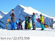 Купить «Сочи, горнолыжный курорт Роза Хутор. Люди катаются на горных лыжах и сноубордах», фото № 22072558, снято 29 февраля 2016 г. (c) Овчинникова Ирина / Фотобанк Лори