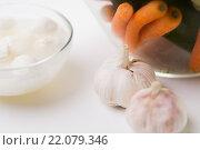 Купить «close up of garlic, carrot and mozzarella cheese», фото № 22079346, снято 26 апреля 2015 г. (c) Syda Productions / Фотобанк Лори