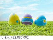 Купить «close up of colored easter eggs on grass», фото № 22080002, снято 28 января 2016 г. (c) Syda Productions / Фотобанк Лори