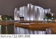 Купить «Курганская областная филармония в вечерней подсветке с отражением в воде фонтана. Город Курган.», эксклюзивное фото № 22081898, снято 3 сентября 2012 г. (c) Сергей Тюленев / Фотобанк Лори