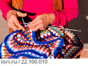 Close-up image of an old woman with knitting needles and wool. Стоковое фото, фотограф Zoonar/a.giacomazzi / age Fotostock / Фотобанк Лори