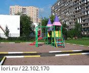 Купить «Детская игровая площадка во дворе дома на Камчатской улице в Гольянове. Москва, 2007 год», эксклюзивное фото № 22102170, снято 30 июля 2007 г. (c) lana1501 / Фотобанк Лори