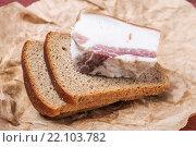 Купить «Кусок сала с чёрным хлебом», фото № 22103782, снято 26 ноября 2015 г. (c) Алёшина Оксана / Фотобанк Лори