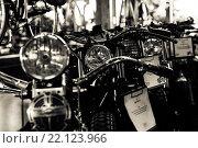 Мотоциклы в магазине (2015 год). Редакционное фото, фотограф Alain Gerbault / Фотобанк Лори