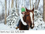 Купить «Девушка на лошади в зимнем лесу», фото № 22125634, снято 19 декабря 2015 г. (c) Рустам Шигапов / Фотобанк Лори