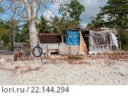 Купить «poor huts of the natives, traditional indonesian poor house - shack on beach, Nusa Penida Island, Toyapakeh. Bali.», фото № 22144294, снято 22 мая 2019 г. (c) age Fotostock / Фотобанк Лори