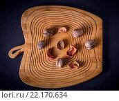 Грецкие орехи и сухофрукты на деревянной доске, вид сверху. Стоковое фото, фотограф Виталий Верхозин / Фотобанк Лори