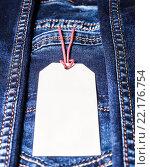 Бирка на джинсах. Стоковое фото, фотограф Riasna Yuliia / Фотобанк Лори