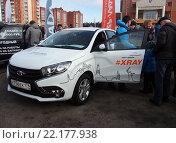 Презентация автомобиля Lada Xray на улицах города (2016 год). Редакционное фото, фотограф Вячеслав Палес / Фотобанк Лори