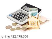 Купить «Домик, деньги и калькулятор на белом фоне», фото № 22178306, снято 14 марта 2016 г. (c) Наталья Осипова / Фотобанк Лори